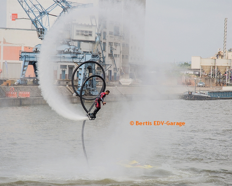 Flyboard Hafenfest 22.07. Video (hierklicken)